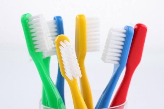 cepillos de dientes en el lavavajillas