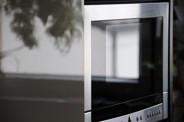 Trucos para limpiar el horno microondas