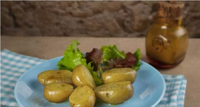 Recetas para microondas: patatas asadas con hierba o pimentón