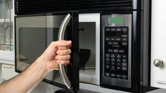 El grill en un microondas cocina los alimentos más rápido
