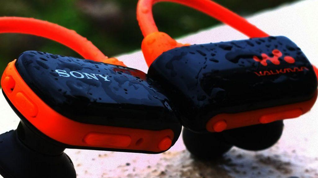 auriculares para correr resistentes al agua