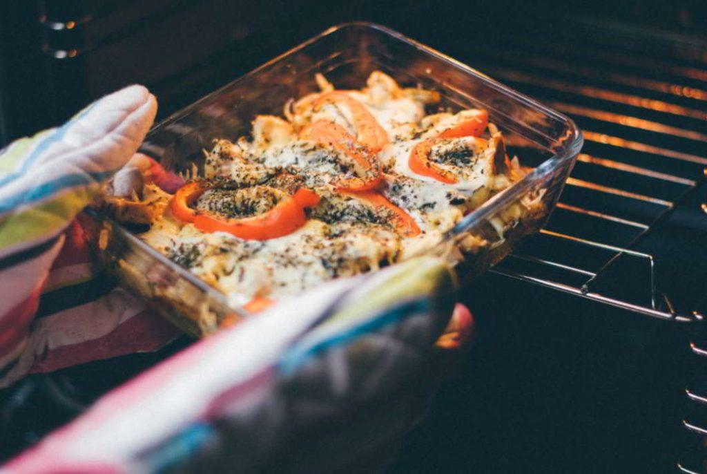El horno catalítico limpia mientras cocina