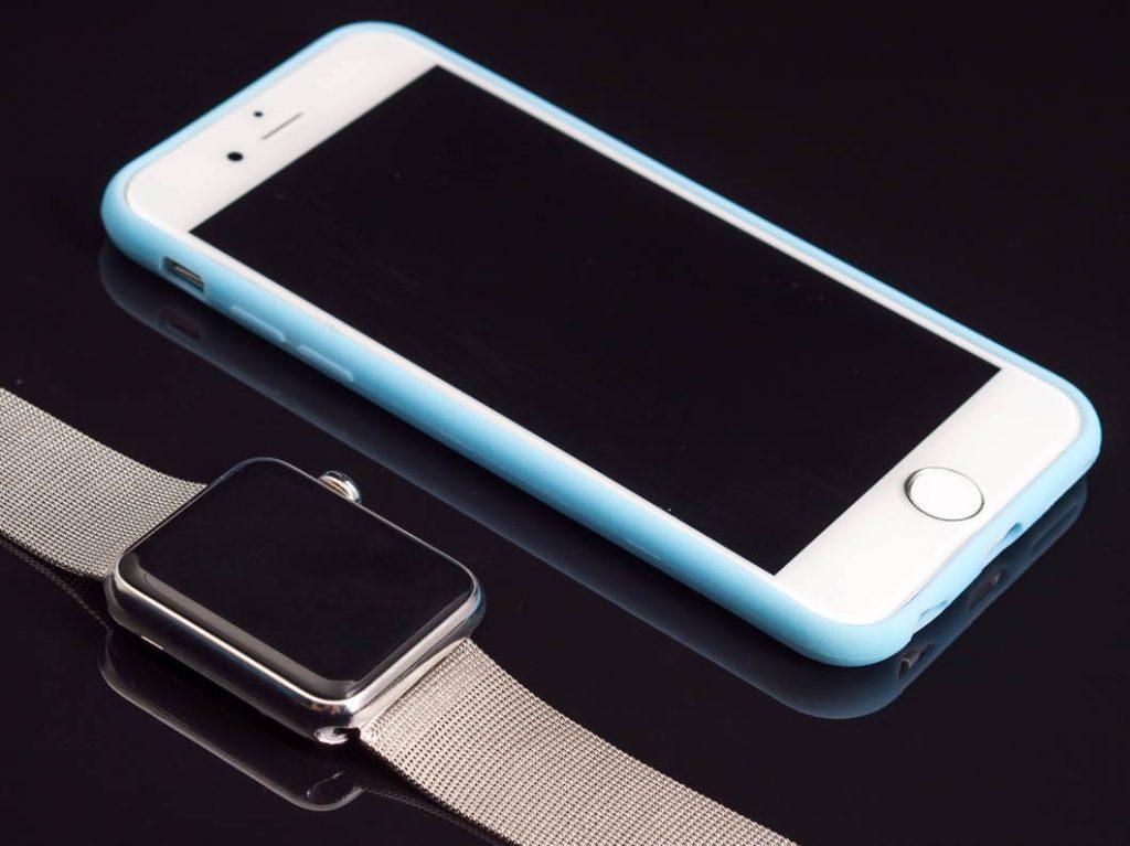 Los smartwatches se enlazan con el móvil