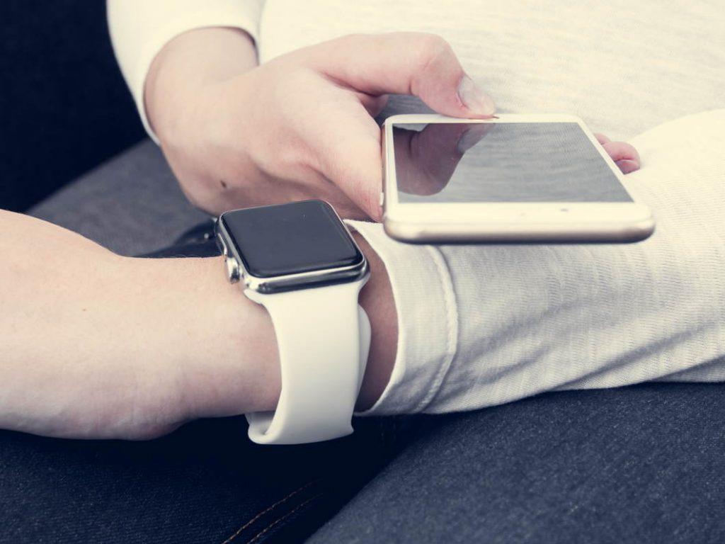 Los smartwatches baratos han de ser compatibles con el móvil