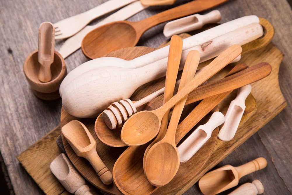 cosas que no deberías poner en el lavavajillas cucharas - la casa tecno