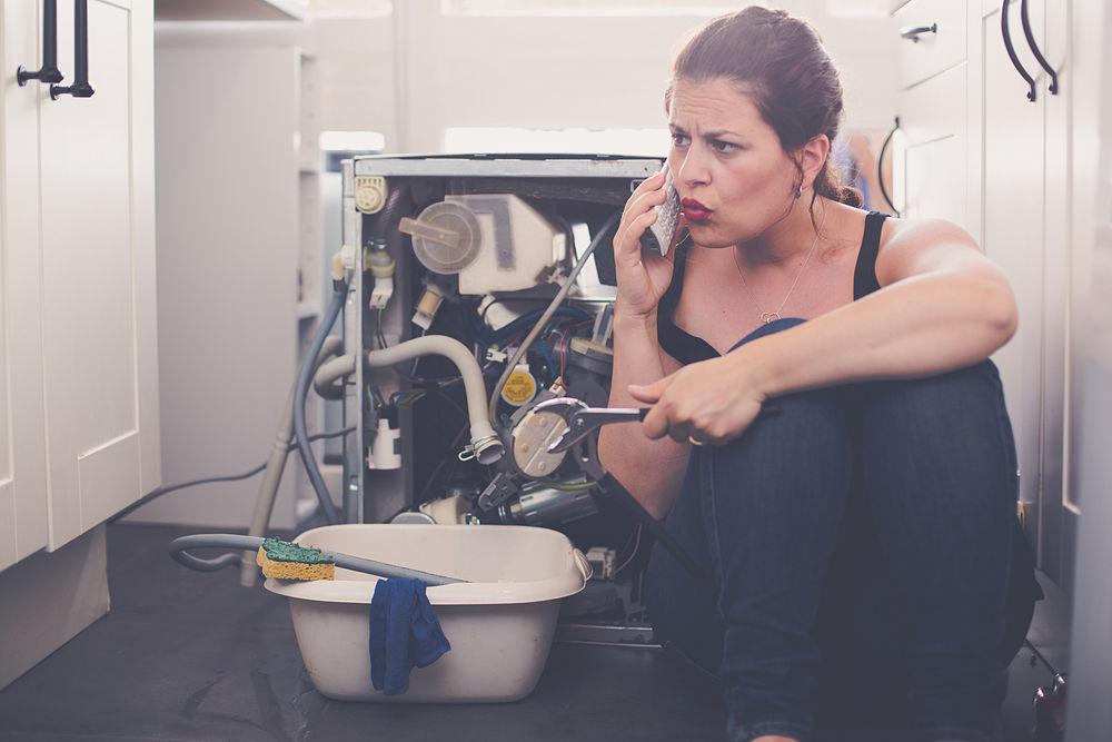 lavavajillas pierde agua