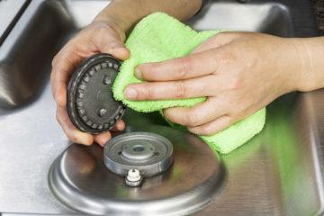 limpiar los quemadores de la cocina